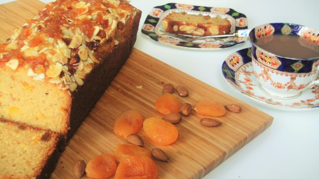 apricot-and-almond-loaf-for-tea