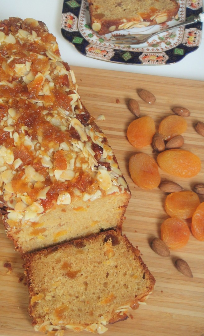sliced-apricot-and-almond-loaf