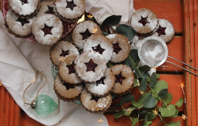gingerbread-and-cranberry-linzer-2