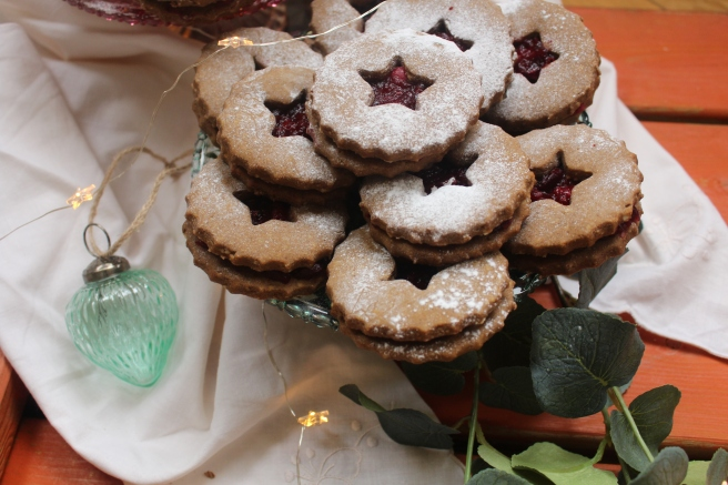 gingerbread-and-cranberry-linzer-cookies