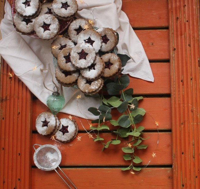 gingerbread-and-cranberry-linzer